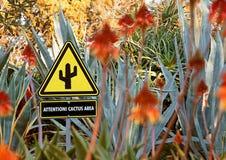 Signe de secteur de cactus d'attention images stock