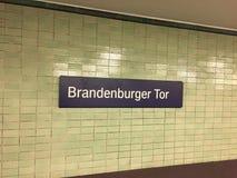 Signe de station de Berlin Brandenburger Tor S-Bahn image stock