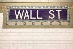 Signe de station de métro de Wall Street image libre de droits