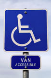Signe de stationnement d'handicap Photo stock