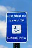 Signe de stationnement d'handicap Photos stock