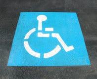 Signe de stationnement d'handicap photographie stock libre de droits