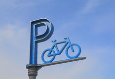 Signe de stationnement de bicyclette Photo stock