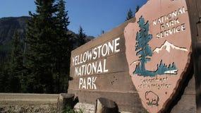 Signe de stationnement de Yellowstone Image stock