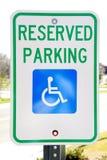 Signe de stationnement handicapé Photographie stock