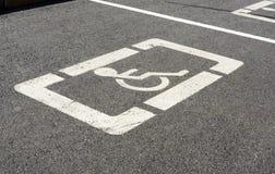 Signe de stationnement pour des handicapés Images libres de droits