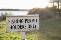Signe de supports de carte de pêche seul au lac en Ecosse photos libres de droits