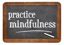 Signe de tableau noir de mindfulness de pratique Photographie stock libre de droits