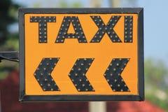 Signe de taxi Images stock
