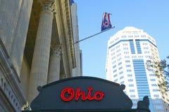 Signe de théâtre de chapiteau de théâtre de l'Ohio faisant de la publicité Columbus Symphony Orchestra à Columbus du centre, OH Photographie stock libre de droits
