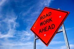 Signe de travail de route en avant Photographie stock