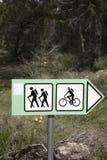 Signe de vélo et de visite guidée à pied Image libre de droits