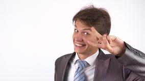 Signe de Victory By Businessman sur le fond blanc banque de vidéos