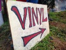 Signe de vinyle avec la flèche Photographie stock libre de droits