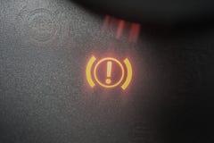 Signe de voyant d'alarme de frein à main illuminé étroitement  photo stock