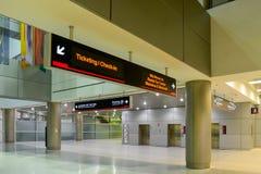 Signe de vue d'étiquetage supérieur et d'enregistrement à l'aéroport international de Miami photo stock