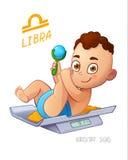 Signe de zodiaque de Balance Mensonges de bébé garçon sur les échelles et le hochet de jouer Signe d'horoscope de BALANCE Images stock