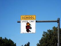 Signe de zone d'école photographie stock