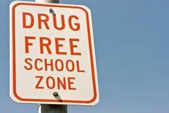 Signe de zone d'école libre de drogue Images stock