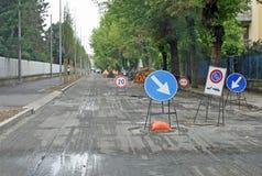 Signe dedans la rue pendant un site photos stock