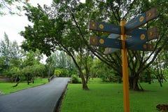 Signe dedans le parc de Suan Luang Rama 9 image libre de droits