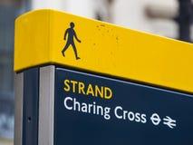 Signe dedans Londres - station de croix de Charing image stock