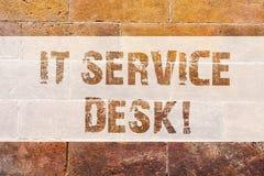 Signe des textes lui montrant le bureau de service Art en ligne de mur de briques de centre d'aide d'aide de soutien technologiqu photos libres de droits