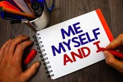 Signe des textes me montrant moi-même et I Responsabilité de prise auto-indépendante égoïste de photo conceptuelle du bloc-notes  Image libre de droits
