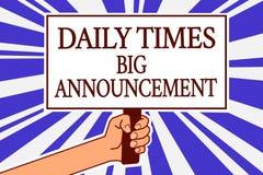 Signe des textes montrant à Daily Times la grande annonce Photo conceptuelle intentant des actions rapidement utilisant la main d illustration libre de droits
