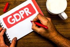 Signe des textes montrant GDPR Bloc-notes rouge de stylo de photo de protection des données d'intimité d'Eu de lois de conformité photos stock