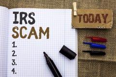 Signe des textes montrant IRS Scam Photo conceptuelle avertissant le plan d'alerte de revenu d'argent de Spam de Pishing d'impôts Images stock