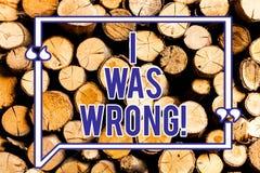 Signe des textes montrant j'avais tort Acceptation conceptuelle de photo d'une erreur d'erreur donnant un échec d'excuses en bois photographie stock libre de droits