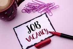 Signe des textes montrant Job Vacancy Le travail de location de recrue d'emploi de photo de travail de position vide conceptuelle photos libres de droits