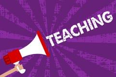 Signe des textes montrant l'enseignement Acte conceptuel de photo de fournir l'information, expliquant un sujet à un loudsp grung illustration stock
