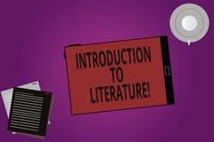 Signe des textes montrant l'introduction à la littérature Écran vide en photo de composition de Tablette préparatoire conceptuell illustration libre de droits