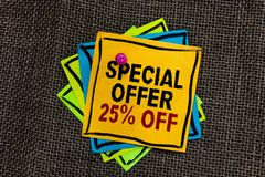 Signe des textes montrant l'offre spéciale 25  Les ventes conceptuelles de promotion de remises de photo vendent différent au dét photo libre de droits