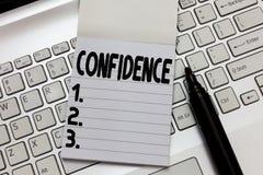 Signe des textes montrant la confiance La photo conceptuelle ont la foi comptent dedans sur quelqu'un ou quelque chose qui dit de photo stock