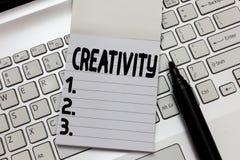 Signe des textes montrant la créativité Utilisation conceptuelle de photo d'imagination ou d'idées originales de créer quelque ch photo stock