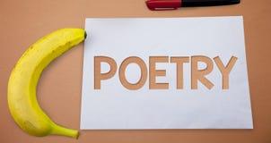 Signe des textes montrant la poésie Expression conceptuelle d'ouvrage littéraire de photo des idées de sentiments avec des poèmes images stock