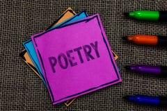 Signe des textes montrant la poésie Expression conceptuelle d'ouvrage littéraire de photo des idées de sentiments avec des poèmes photographie stock