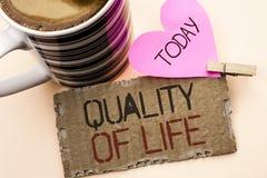 Signe des textes montrant la qualité de vie Bien-être agréable de moments de photo de bon bonheur conceptuel de mode de vie écrit Photo stock