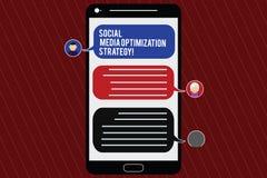Signe des textes montrant la stratégie d'optimisation sociale de médias Mobile conceptuel de stratégies de SEO Advertising Market illustration libre de droits