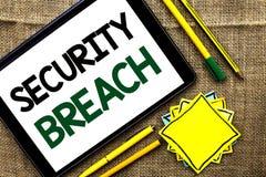 Signe des textes montrant la violation de la sécurité Accès non autorisé de photo conceptuelle aux dispositifs d'applications de  Images libres de droits