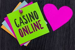 Signe des textes montrant le casino en ligne Jeu conceptuel Bet Lotto High Stakes Papers royal de jeu de poker d'ordinateur de ph images libres de droits