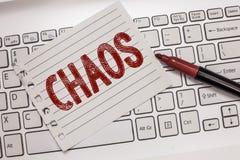 Signe des textes montrant le chaos Le désordre complet de photo conceptuelle et les règles non suivantes de confusion soient cont photos libres de droits