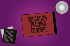 Signe des textes montrant le concept de formation d'éducation Acte conceptuel de photo d'inculquer des qualifications spécifiques illustration stock
