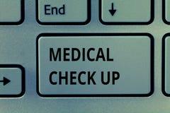 Signe des textes montrant le contrôle médical  Examen physique complet de photo conceptuelle pour examiner l'état de santé photo libre de droits