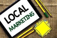 Signe des textes montrant le marketing local De photo conceptuelle de la publicité de message publicitaire annonces régionales lo Photos libres de droits