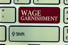 Signe des textes montrant le saisie - arrêt de salaire Photo conceptuelle déduisant l'argent de la compensation commandée par la  photo libre de droits
