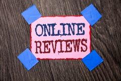 Signe des textes montrant les commentaires en ligne Satisfaction conceptuelle d'avis de notation client d'évaluations d'Internet  photos stock